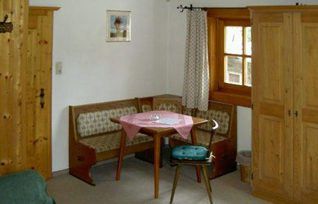 Sitzecke in einem Gästezimmer am Peternhof